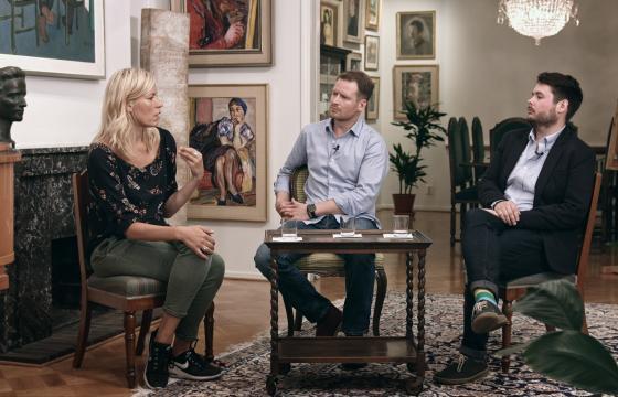 Minna Harjuniemi ja Tomi Koivulahti keskustelevat teatterin lohduta ja teologisesta kaipuusta