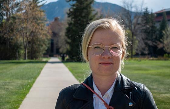 Lilli Kaarakka on innoissaan, kun saa nuorena tutkijana työskennellä Coloradon yliopiston maineikkaassa ekologian tiedekunnassa. Kuva: Hannu Aukia